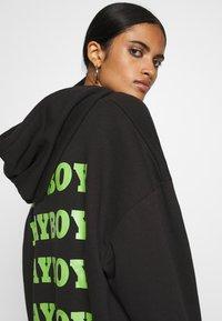 Missguided - PLAYBOY OVERSIZED LOGO HOODY DRESS - Korte jurk - black - 5