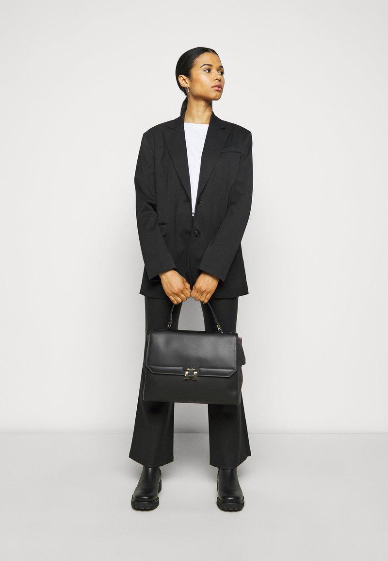 Maison Hēroïne - AUDREY - Laptop bag - black