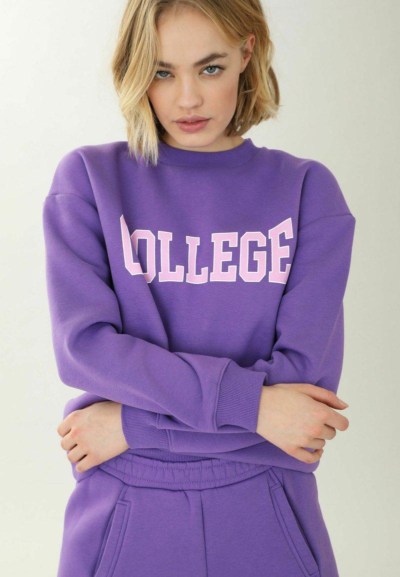 Pimkie - MIT RUNDHALSAUSSCHNITT - Sweatshirt - violett