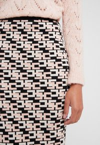 Elisabetta Franchi - Pencil skirt - nero/rosa antico - 4