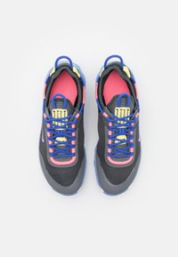 Nike Sportswear - REACT LIVE UNISEX - Matalavartiset tennarit - dark smoke grey/sunset pulse/smoke grey/sapphire - 3