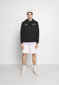 CLOSURE London - GRAPHIC LOGO HOODY - Bluza z kapturem - black - 1
