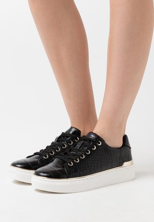 KASSIEE - Zapatillas - black