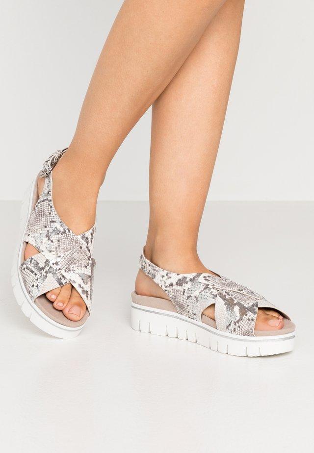 Sandalias con plataforma - creme