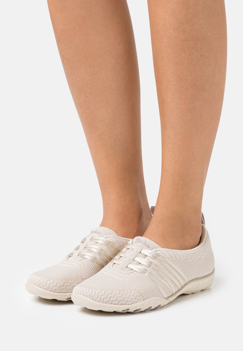 Skechers - BREATHE EASY - Sneakers laag - natural