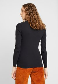Levi's® - BABY TEE - Long sleeved top - black - 2
