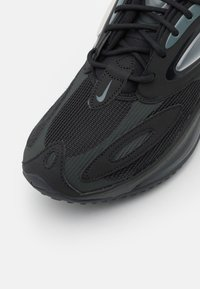 Nike Sportswear - AIR MAX ZEPHYR - Tenisky - black/dark smoke grey - 5