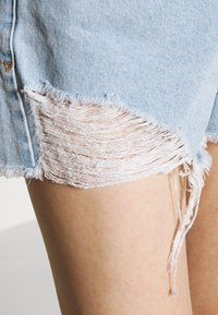 Abrand Jeans - HIGH RELAXED - Short en jean - salty stone - 3