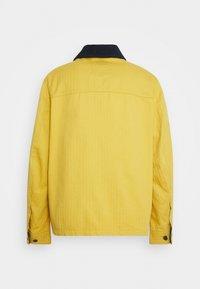 Tommy Jeans - BADGE WORKER JACKET - Summer jacket - gold - 8