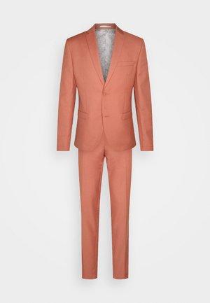 THE FASHION SUIT NOTCH - Suit - coral