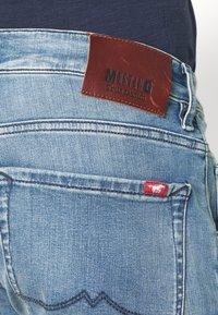 Mustang - MICHIGAN - Zúžené džíny - denim blue - 4