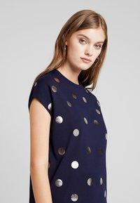 KIOMI - Print T-shirt - maritime blue - 4