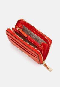 MICHAEL Michael Kors - JET SET CHARM COIN CARD CASE - Wallet - clementine - 2