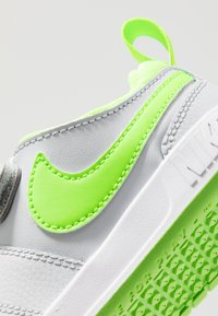 Nike Performance - PICO 5 UNISEX - Sports shoes - pure platinum/electric green/white - 5