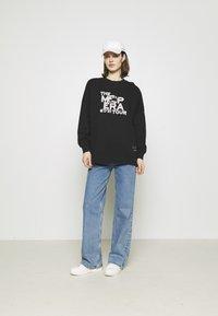 Marc O'Polo - ROUND NECK LONG SLEEVE - Sweatshirt - black - 1