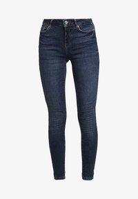 Vero Moda - VMSEVEN SLIM TAPERED - Skinny džíny - dark blue denim - 3