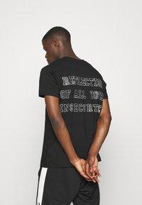 Night Addict - REFLECT - T-shirt med print - black - 0