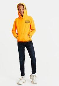 WE Fashion - Hoodie - bright orange - 0