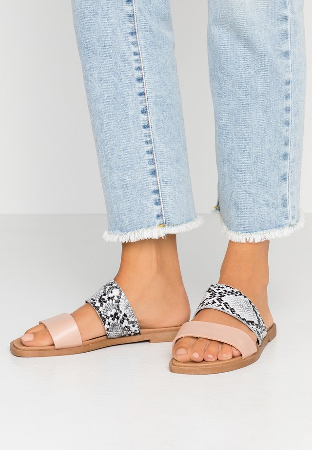 WIDE FIT FRANK - Mules - nude