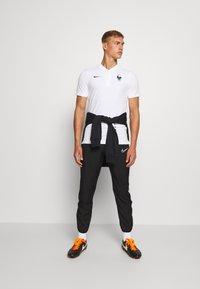 Nike Performance - FRANKREICH FFF MODERN - Article de supporter - white/dark obsidian - 1