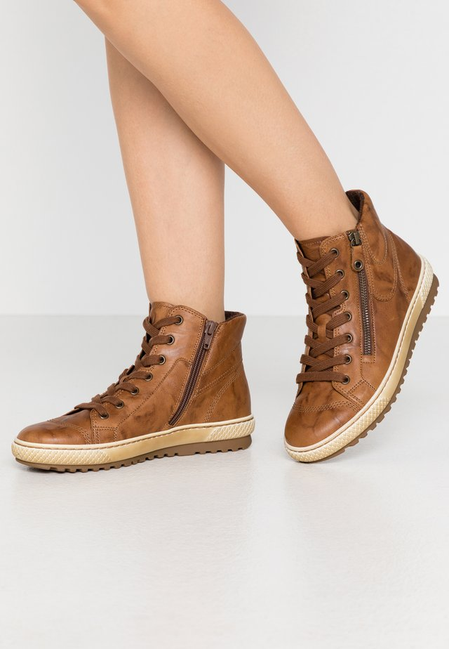 High-top trainers - coppa