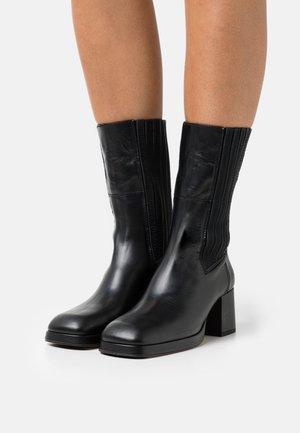 JUDY - Vysoká obuv - black