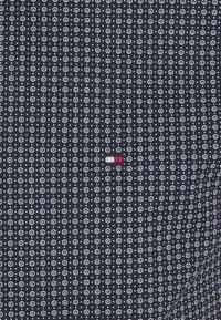 Tommy Hilfiger Tailored - GEO DOT - Formal shirt - navy/light blue - 6
