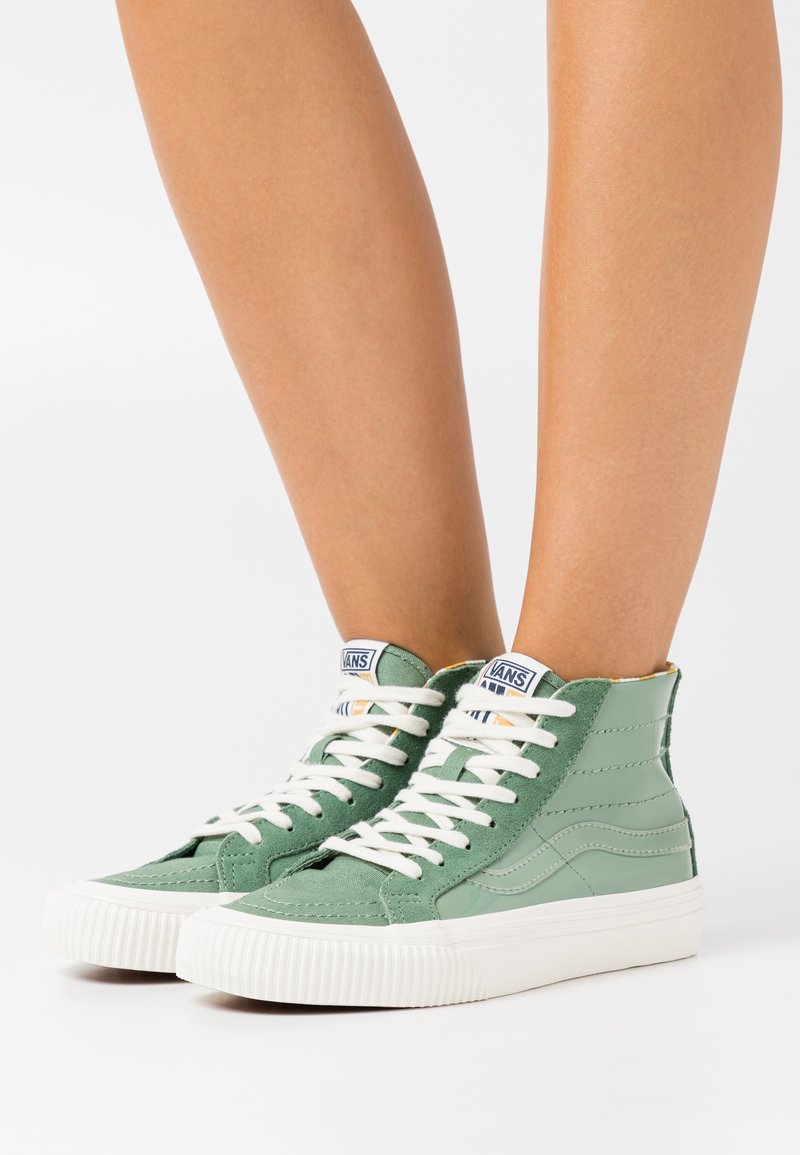 Vans - SK8 DECON UNISEX - High-top trainers - hedge green