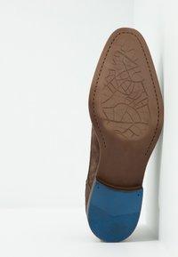 Bianco - BIACHESTER EFFECT DERBY - Smart lace-ups - dark brown - 4