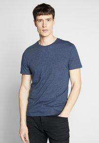Pier One - 3 PACK - T-shirt basic - black/white/blue - 2
