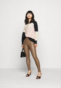 ONLY Petite - ONLMARCIL O-NECK PETIT - Jumper - black/almond milk/simply taupe/rose - 1