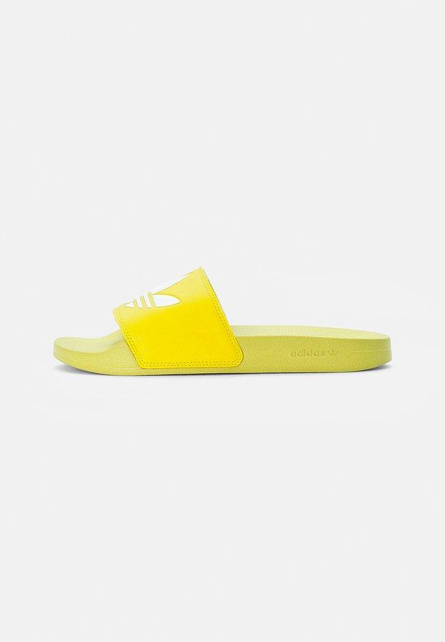 ADILETTE LITE - Chanclas de baño - acid yellow/white/acid yellow