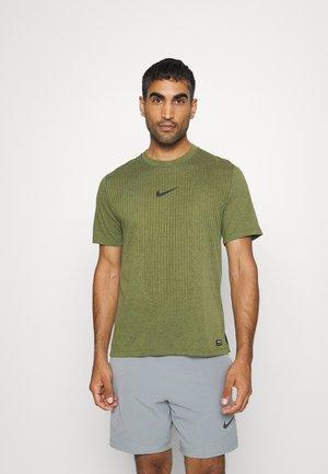 T-Shirt print - rough green/black