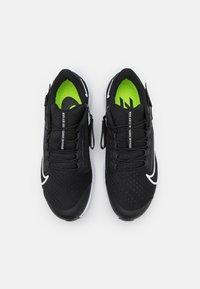 Nike Performance - AIR ZOOM PEGASUS FLYEASE - Neutrale løbesko - black/white/anthracite/volt - 3