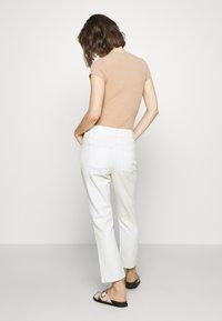 Custommade - YUKI PANTS - Straight leg jeans - whisper white - 2