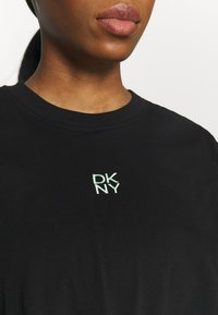 DKNY - STACKED REPEAT LOGO BOXY KNOT TEE - Print T-shirt - black - 3