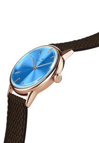 August Berg - UHR SERENITY SKY BLUE DARK BROWN PERLON 32MM - Watch - sky blue - 1