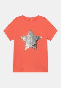 Name it - NKFHAPASTAR BOX - Print T-shirt - persimmon - 0