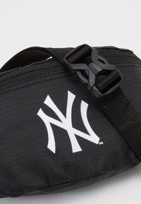 New Era - MINI WAIST BAG - Bum bag - black - 2