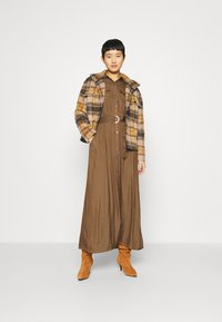Banana Republic - SHIRTDRESS SOLID - Maxi dress - heritage olive - 1