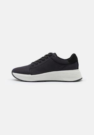 JANESSA - Sneakersy niskie - black