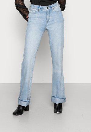 TARA FLARE WASH VARADERO - Jeans Tapered Fit - denim blue