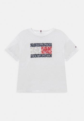 FLOWER FLAG TEE - T-shirt print - white