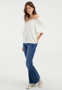 WE Fashion - DAMES TOP MET GESMOKTE HALSLIJN - Blouse - white - 1