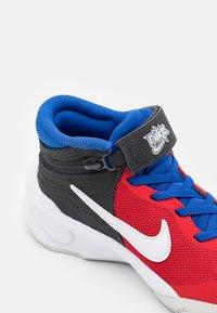 Nike Performance - TEAM HUSTLE D 10 FLYEASE UNISEX - Basketball shoes - off noir/white/university red/game royal - 5