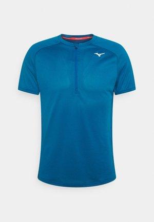 ER TRAIL TEE - Print T-shirt - mykonos blue
