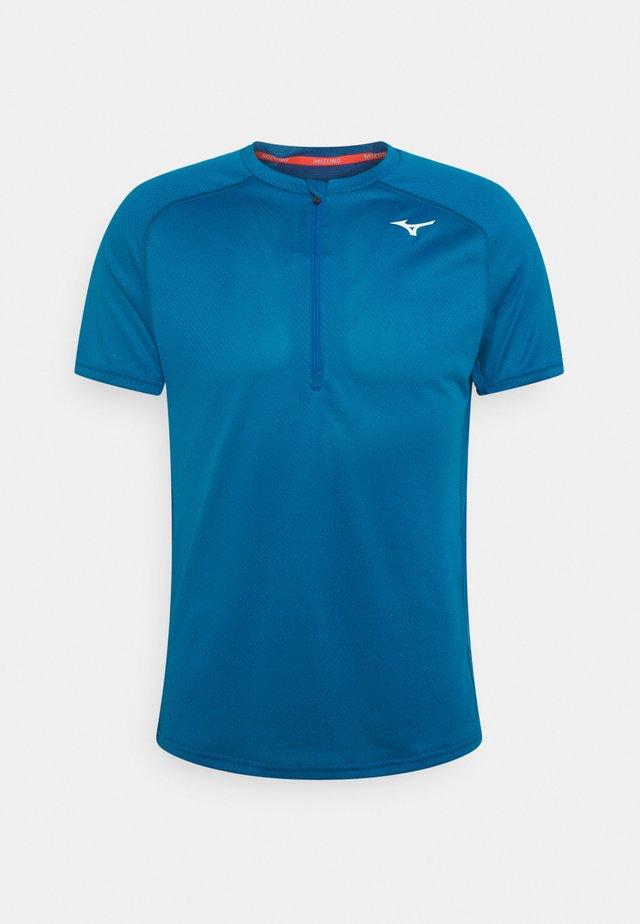 ER TRAIL TEE - T-shirt con stampa - mykonos blue