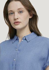 TOM TAILOR DENIM - LIGHT DENIM SHORTSLEEVE - Print T-shirt - used light stone blue denim - 3