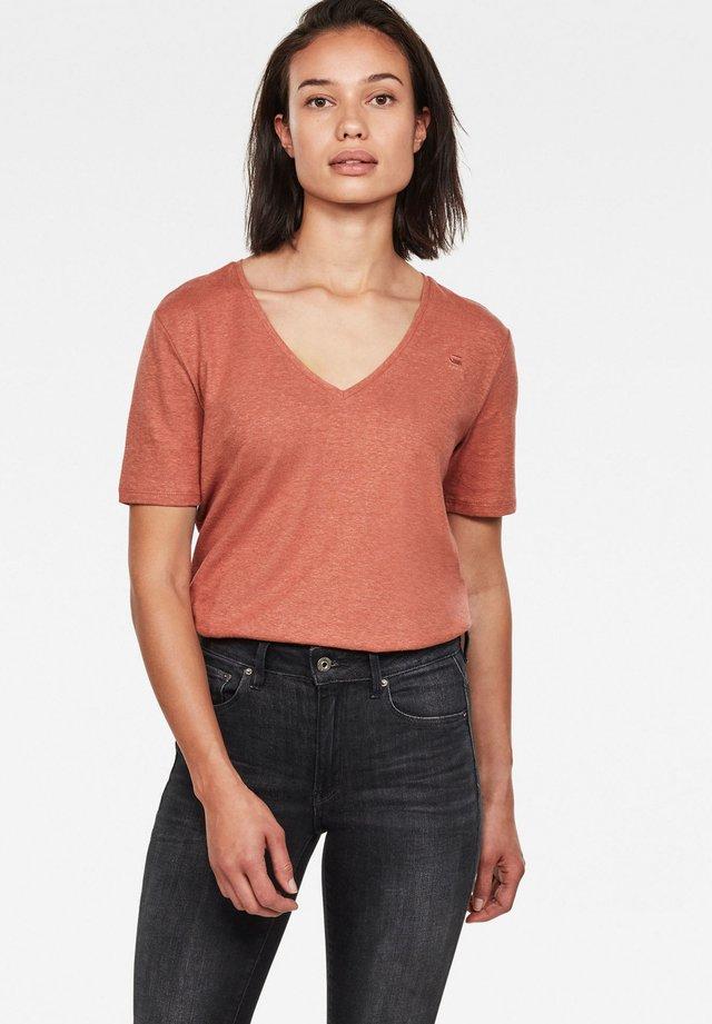OVVELA - Basic T-shirt - lt auburn