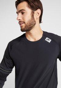 Nike Performance - WILD RUN MIDLAYER - Funktionstrøjer - black/off noir/electric green - 4